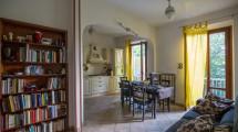 Pressi V.le Corsica, appartamento di 5 vani con doppi servizi